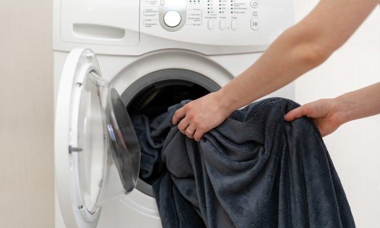 Can You Machine Wash Fleece Blanket