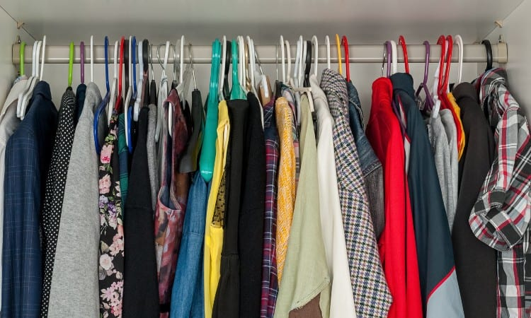 How to Get Rid of Mildew Smell in Closet