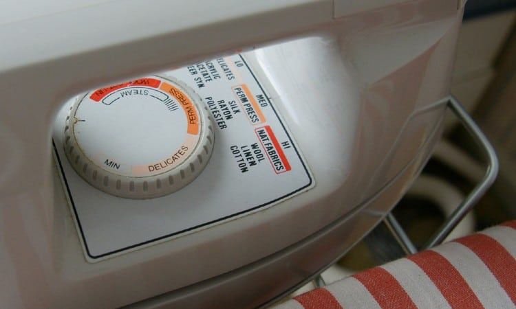 Iron setting for polyester