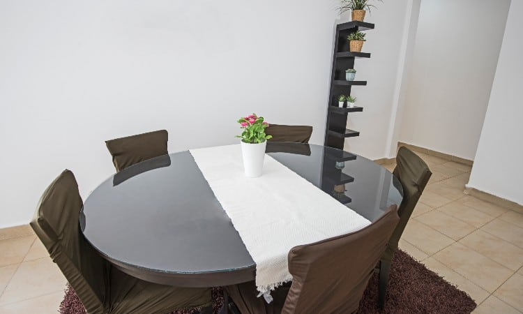 Table runner size for round table